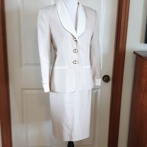 Gorgeous vintage ladies skirt suit tan white gold